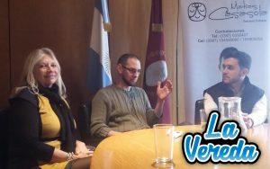 Durante la conferencia junto a la doctora Liliana Mazzone y el guitarrista Xavier Domínguez